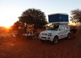 Tenda de telhado e vida de vanlife! Férias de campismo no carro: aventura, famílias, tendência de viagem
